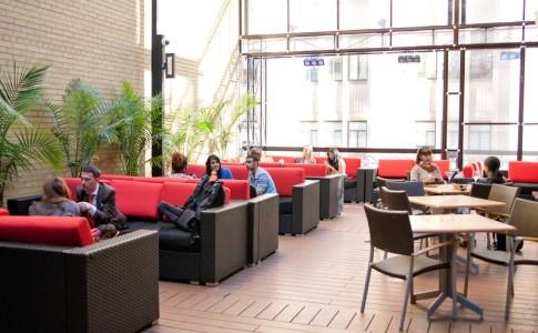 screen lounge