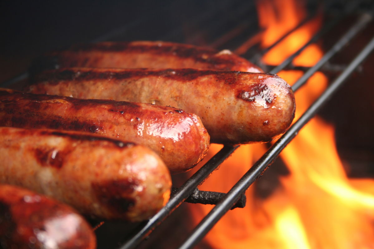 hot-dogs-on-grill