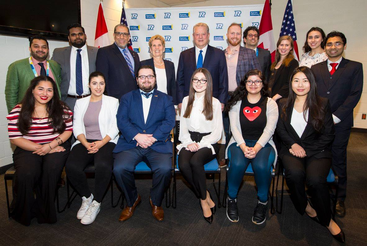A group of students with Al Gore and Premiere Kathleen Wynne